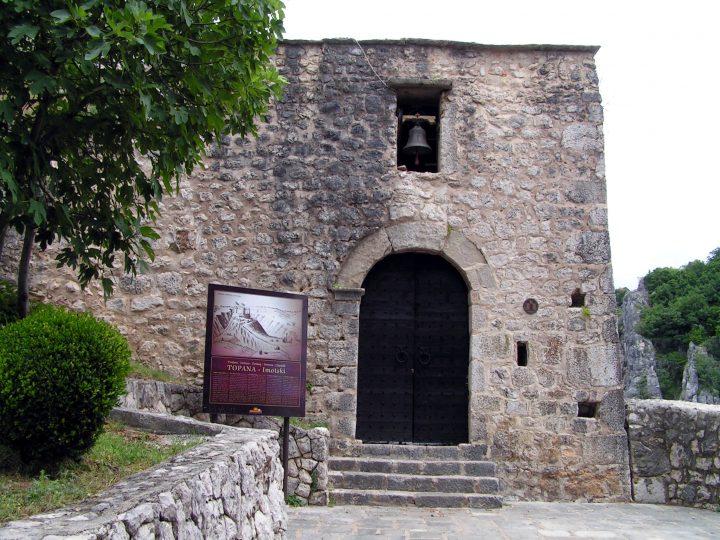 Vstup do hradu Topana, Imotski, Chorvátsko
